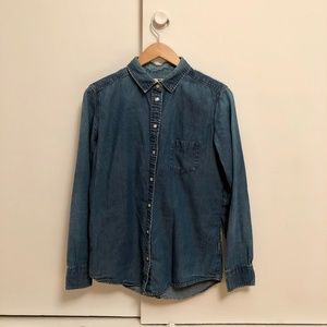 Uniqlo chambray shirt size M